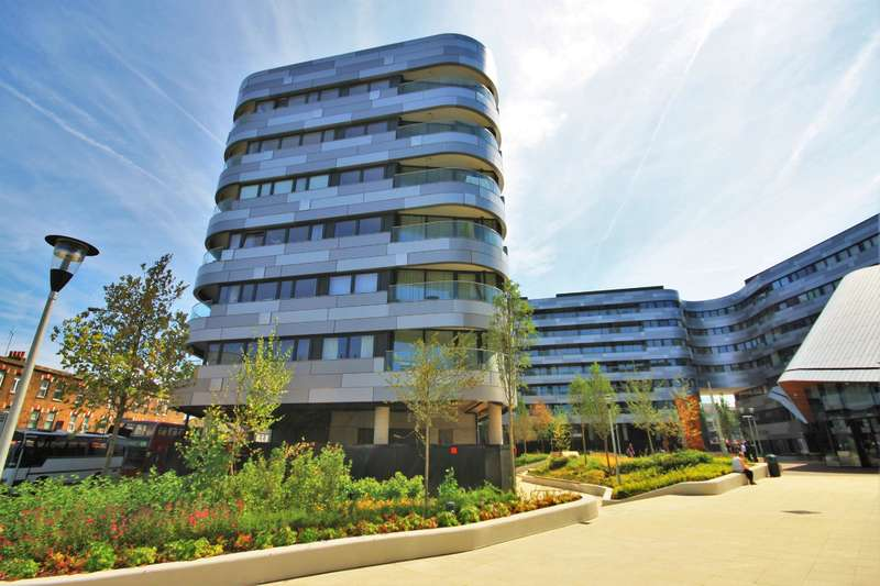 3 Bedrooms Flat for sale in Lambarde Square, London, SE10 9GB
