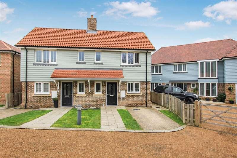 3 Bedrooms Semi Detached House for sale in Berkeley Close, Dunkirk, Faversham