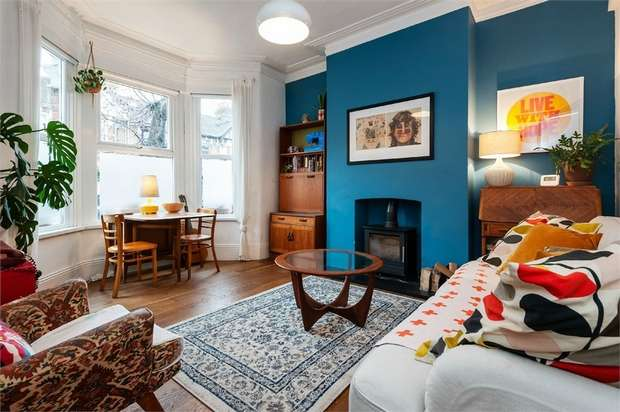 2 Bedrooms Flat for sale in Colchester Road, Leyton, London