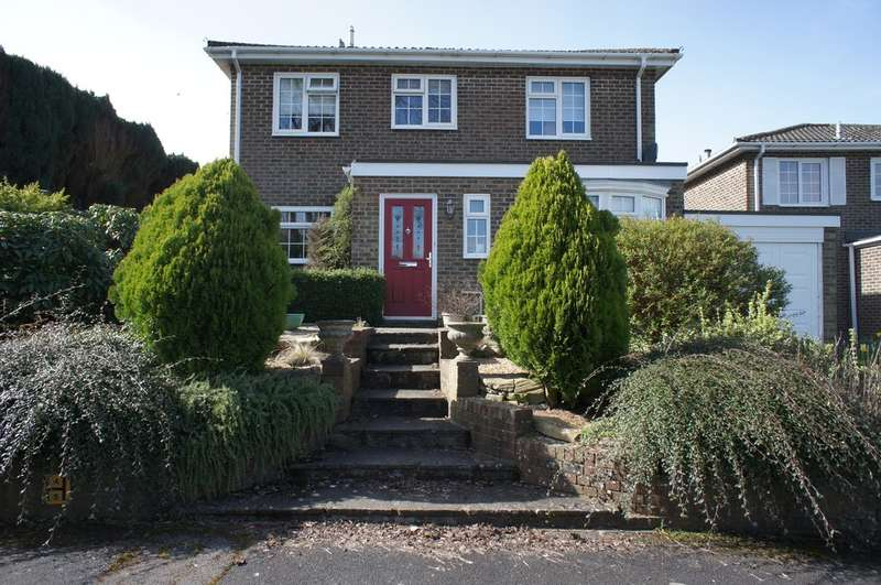 4 Bedrooms Detached House for sale in Yew Tree Close, Oakley