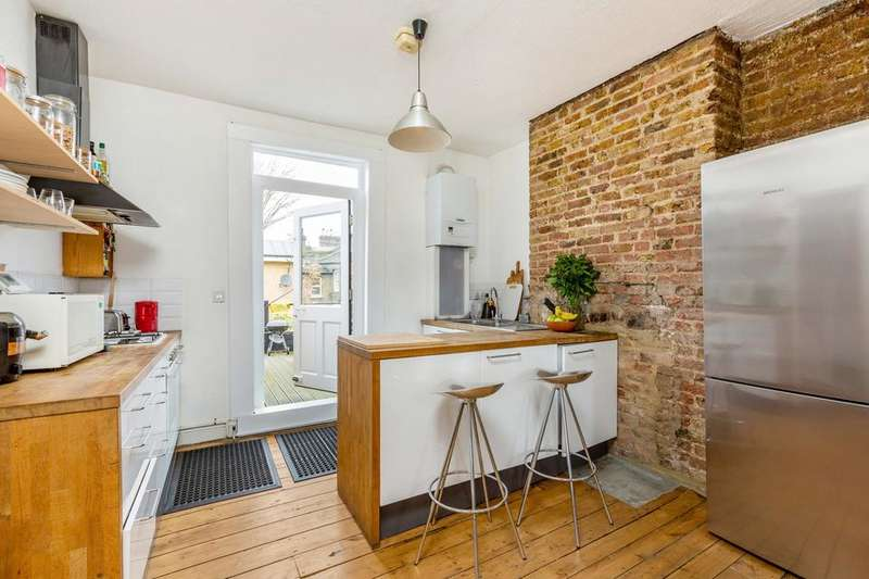 2 Bedrooms Flat for sale in Friary Road, London SE15