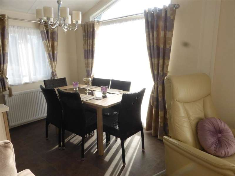 2 Bedrooms Park Home Mobile Home for sale in Faversham Road, , Seasalter, Whitstable, Kent