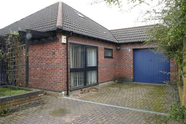 3 Bedrooms Detached Bungalow for sale in Meadowbrook Road, Kibworth Beauchamp, Leicester