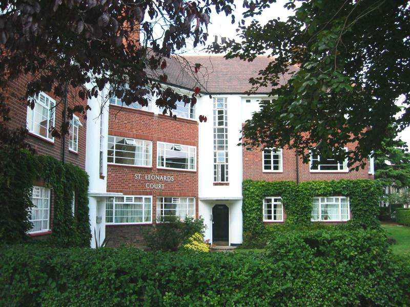 3 Bedrooms Apartment Flat for sale in St Leonards Court, East Sheen, SW14