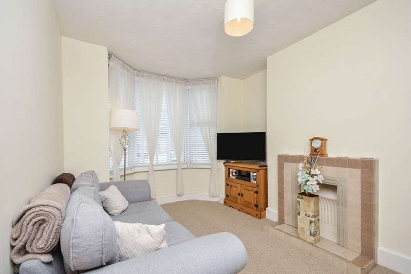 2 Bedrooms House for sale in Sheals Crescent, Maidstone, Kent, ME15