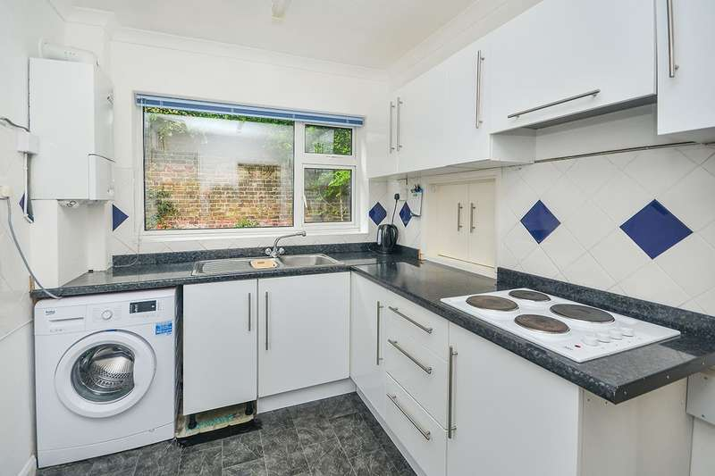 4 Bedrooms Detached House for sale in The Street, Sholden, Deal, Kent, CT14