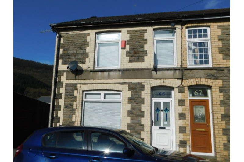 3 Bedrooms Semi Detached House for sale in Islwyn Street, ynysddu, Cwmfelinfach
