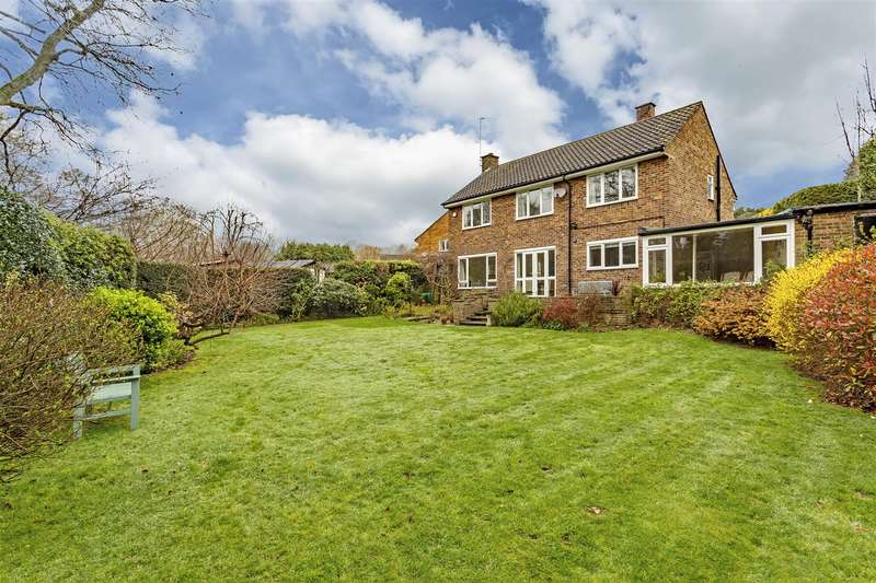 3 Bedrooms Detached House for sale in Wellesford Close, Banstead