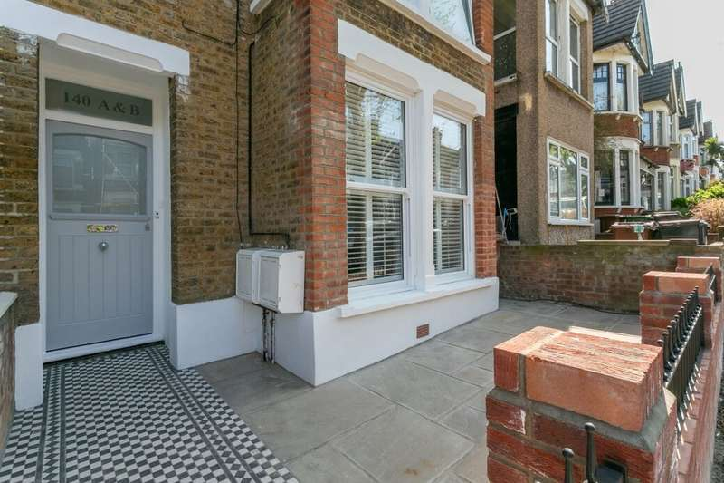 2 Bedrooms Flat for sale in Howard Road, Walthamstow, London, E17