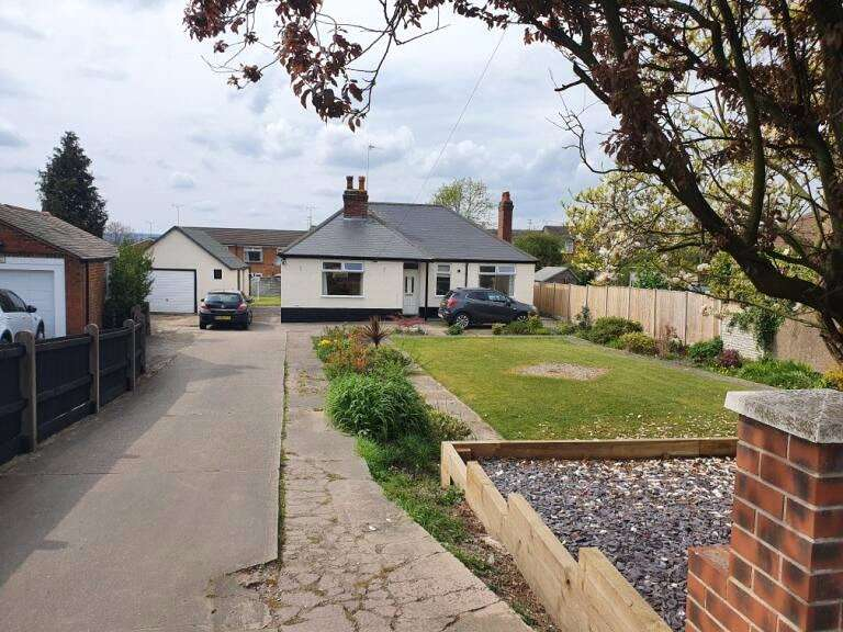3 Bedrooms Detached Bungalow for sale in Nottingham Road, Alfreton, Derbyshire, DE55