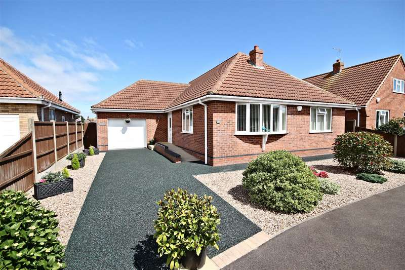 3 Bedrooms Detached Bungalow for sale in Henshaw Avenue, Sutton-On-Sea