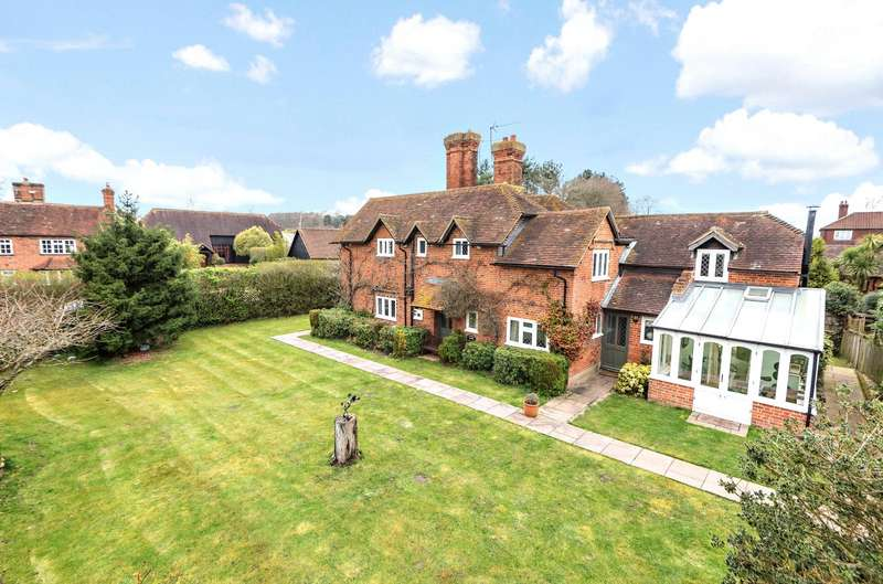 5 Bedrooms Detached House for sale in Church Hill, Pyrford, Surrey, GU22