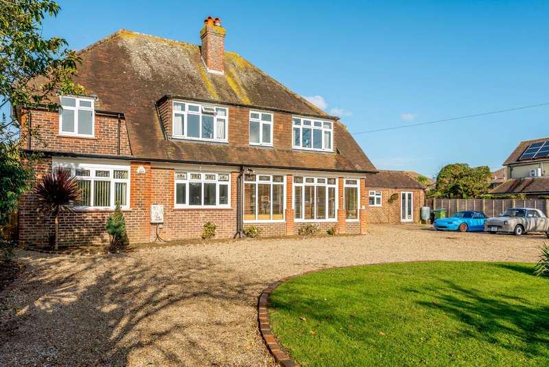 4 Bedrooms Detached House for sale in Ferringham Lane, Ferring, West Sussex, BN12
