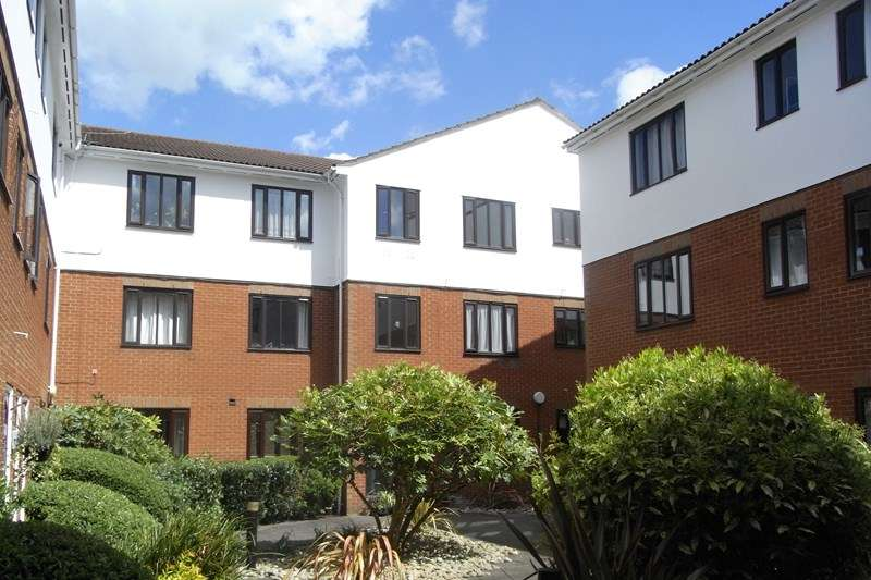 2 Bedrooms Apartment Flat for sale in Eversholt Court, 44 Lyonsdown Road, New Barnet, Hertfordshire, EN5