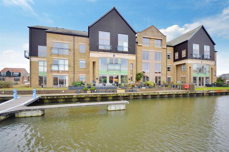 2 Bedrooms Flat for sale in Marine Point, Burton Waters, Lincoln