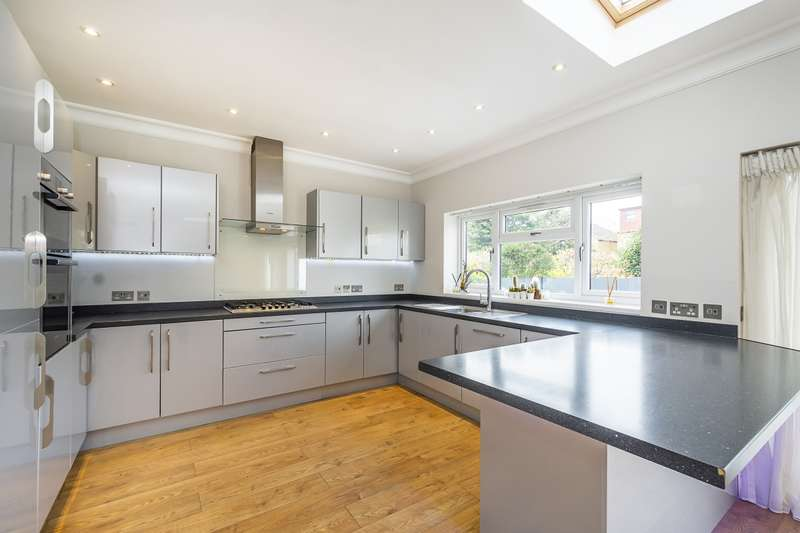 5 Bedrooms House for rent in Chase Gardens Twickenham TW2