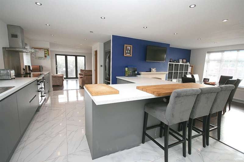 5 Bedrooms Detached House for sale in Green Close, Stanbridge, Beds
