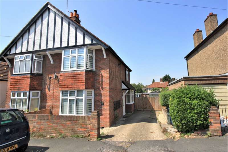 3 Bedrooms Semi Detached House for rent in Cromwell Road, High Wycombe, Buckinghamshire, HP13