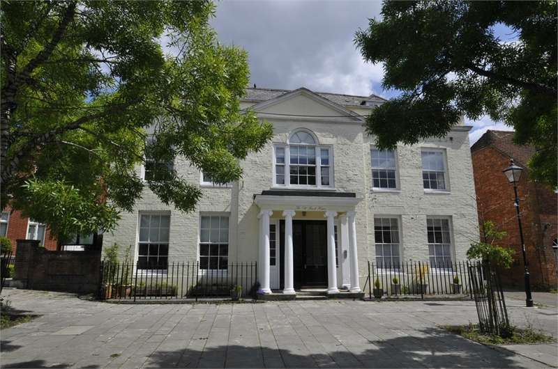 2 Bedrooms Maisonette Flat for sale in The Old Bank House, RINGWOOD, Hampshire