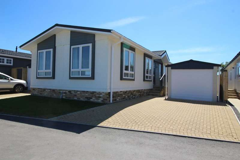 2 Bedrooms Detached Bungalow for sale in Mulberry Court, Picket Piece, Andover, SP11