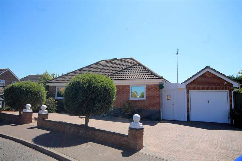 3 Bedrooms Bungalow for sale in Shoreham Road, Clacton on Sea