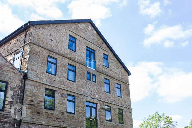 2 Bedrooms Flat for sale in Holcombe Road, Helmshore, Lancashire, BB4