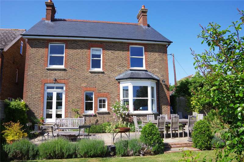 4 Bedrooms Detached House for sale in Cromwell Road, Burgess Hill, West Sussex, RH15