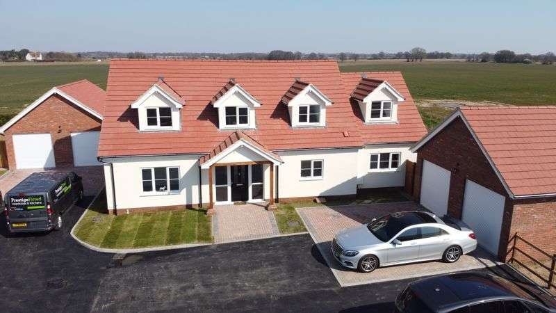 4 Bedrooms Property for sale in Aingers Green, Great Bentley