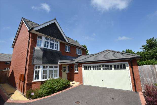 4 Bedrooms Detached House for sale in Kestrel Way, Dawlish, Devon
