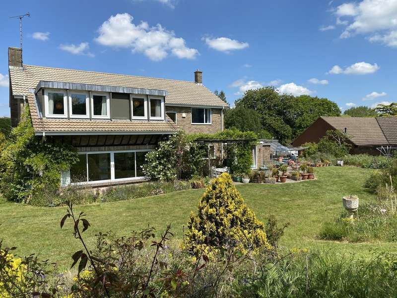 5 Bedrooms Detached House for sale in Between Leckhampton/Charlton Kings