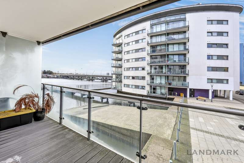 2 Bedrooms Property for sale in The Helm, London