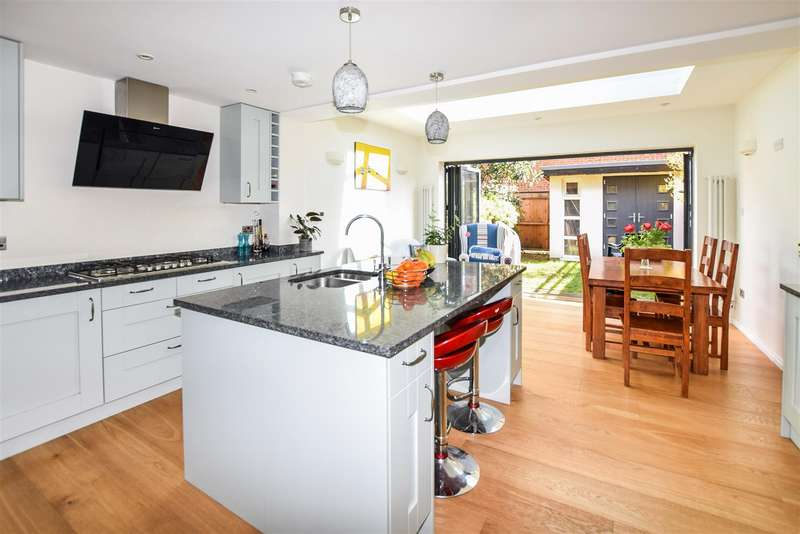 4 Bedrooms House for sale in Heathfield Drive, Mitcham