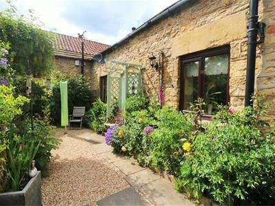 2 Bedrooms Barn Conversion Character Property for sale in The Old Barn, The Mews, Castle Hill Fold, Hickleton, DONCASTER