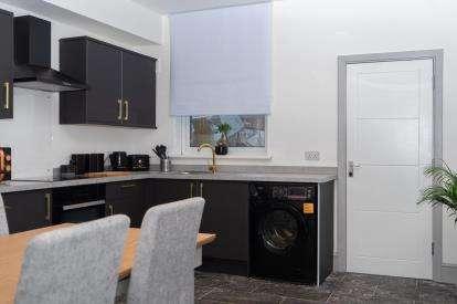 5 Bedrooms Terraced House for sale in Sherbrooke Road, Nottingham, Nottinghamshire