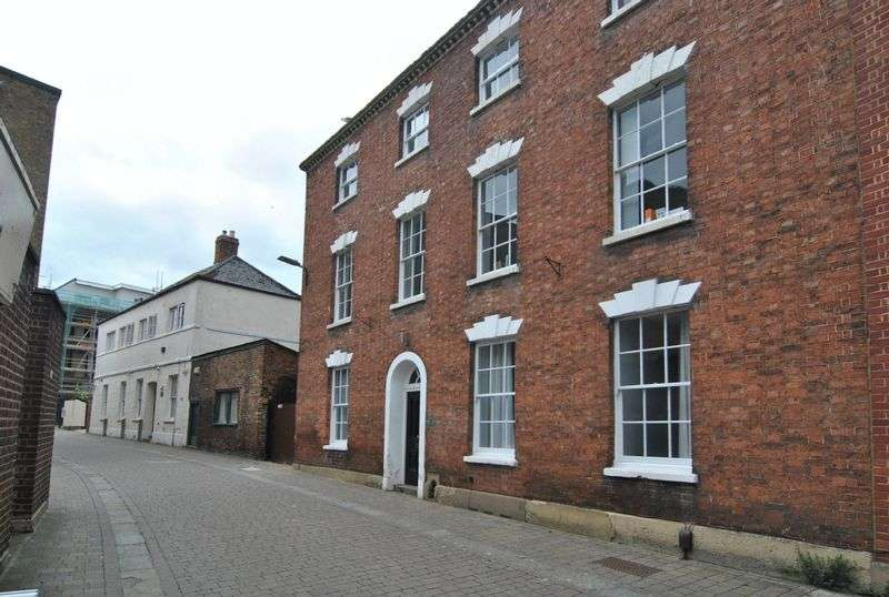 3 Bedrooms Property for sale in St. Johns Lane, Gloucester
