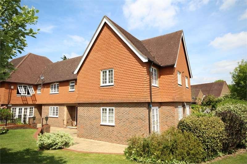 3 Bedrooms Flat for sale in Dorchester House, 29 Marsham Lane, Gerrards Cross, Buckinghamshire