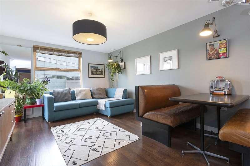 2 Bedrooms Flat for sale in Lloyds Row, London, EC1R