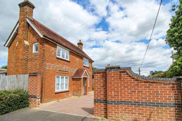 2 Bedrooms Detached House for sale in Tadley, Hampshire