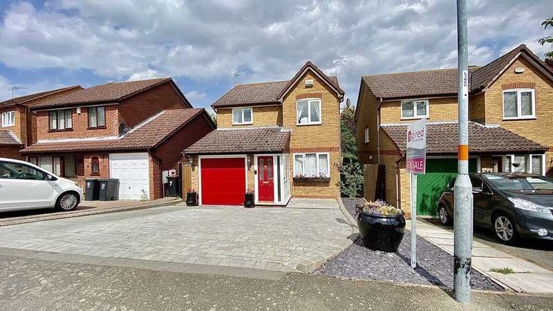 3 Bedrooms Detached House for sale in Clover Drive, Rushden