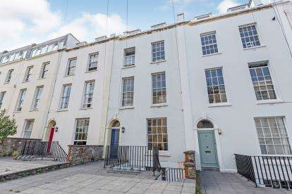 1 Bedroom Flat for sale in Meridian Place, Bristol