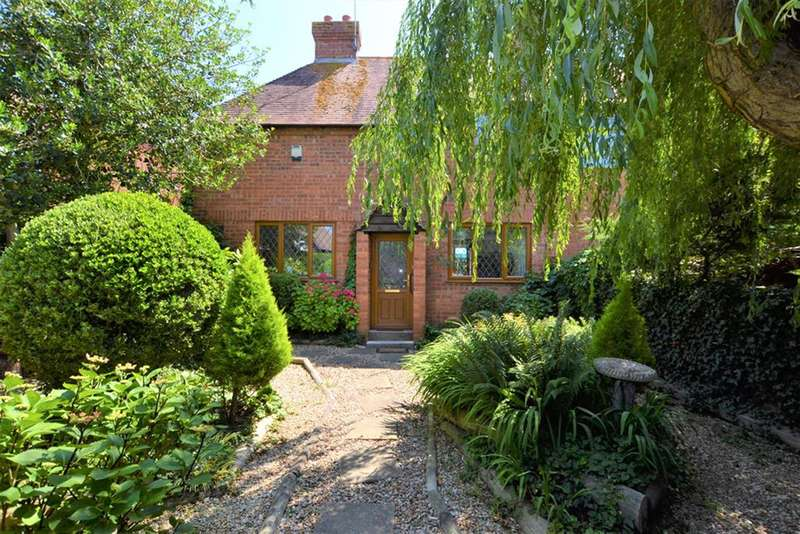 2 Bedrooms Semi Detached House for sale in Tennyson Road, Cheltenham, GL51 7DB