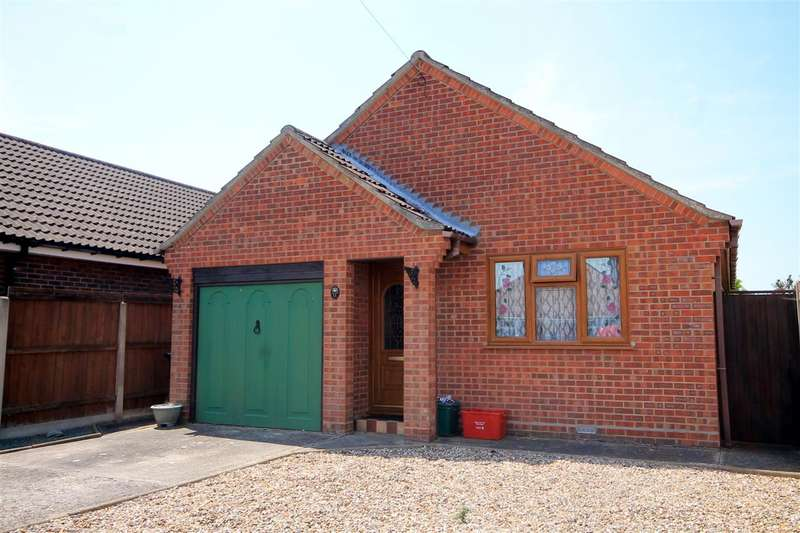 2 Bedrooms Bungalow for sale in Ipswich Road, Holland on Sea