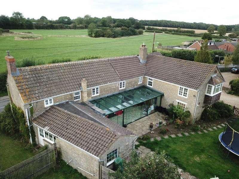 5 Bedrooms Detached House for sale in Main Road, Shutlanger, Towcester, Northamptonshire