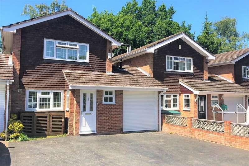 3 Bedrooms Detached House for sale in Elizabeth Avenue, BAGSHOT, Surrey