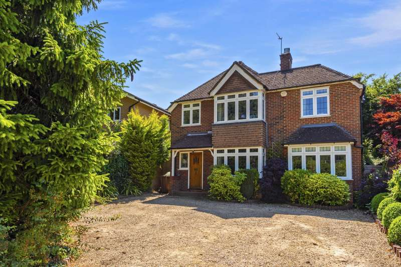 4 Bedrooms Detached House for sale in Croydon Rd, RH2