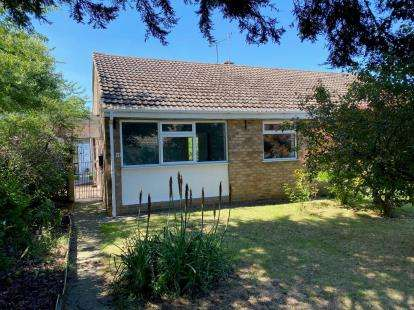 2 Bedrooms Bungalow for sale in Mays Way, Potterspury, Towcester, Northamptonshire