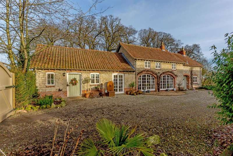 4 Bedrooms Barn Conversion Character Property for sale in Brookside, Hovingham, York, YO62 4LG