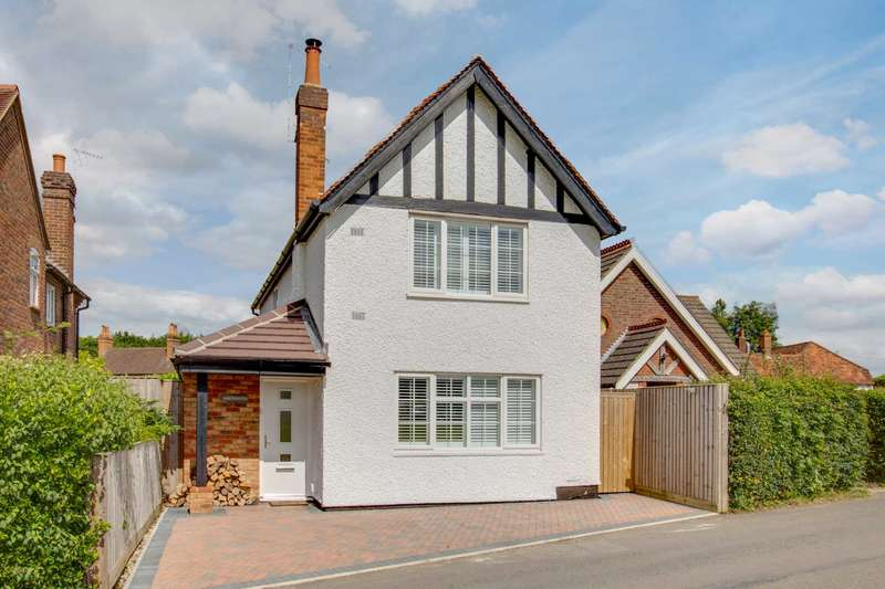 3 Bedrooms Detached House for sale in The Common, Winchmore Hill, HP7