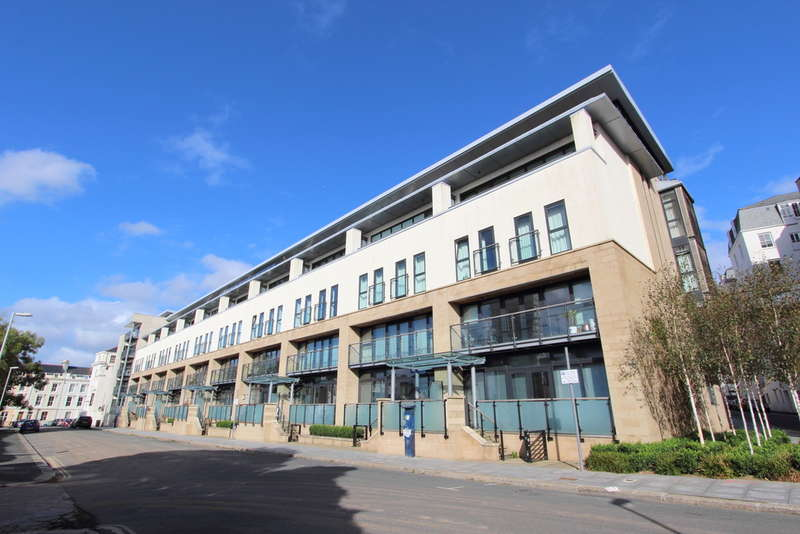 2 Bedrooms Flat for sale in Azure West, Grand Hotel Road, The Hoe, Plymouth, Devon, PL1 2PQ