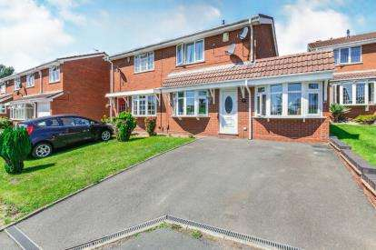 4 Bedrooms Semi Detached House for sale in Kington Close, Coppice Farm, Willenhall, West Midlands